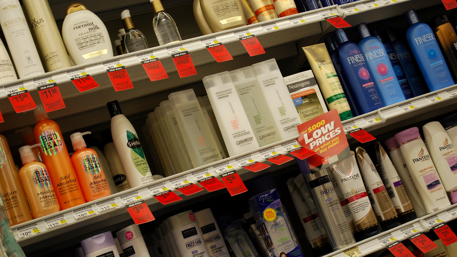 <h4>Make It Toxic-Free</h4><p>Most people are surprised to learn that companies like Procter & Gamble, L'Oréal and Unilever are allowed to use nearly any chemical they want as an ingredient in their personal care products, and many of these chemicals have been linked to serious health impacts, including cancer. That's why we're calling on the big three personal care companies, L'Oréal, P&G and Unilever, to Make It Toxic-Free.</p><em>Hannah Rosen via Flickr, CC-BY-2.0</em>